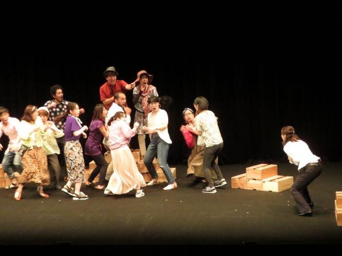 Platz 市民演劇プロジェクト『豊岡かよっ!』2020年初演より。