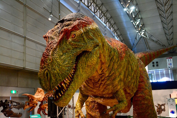 動く!叫ぶ! ティラノサウルス類の「ビスタヒエベルソル」のロボット