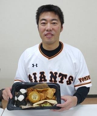 """おにぎりにローストビーフサンドを併せて""""日米""""を演出。上原浩治も「ぜひ食べてください」と薦める"""