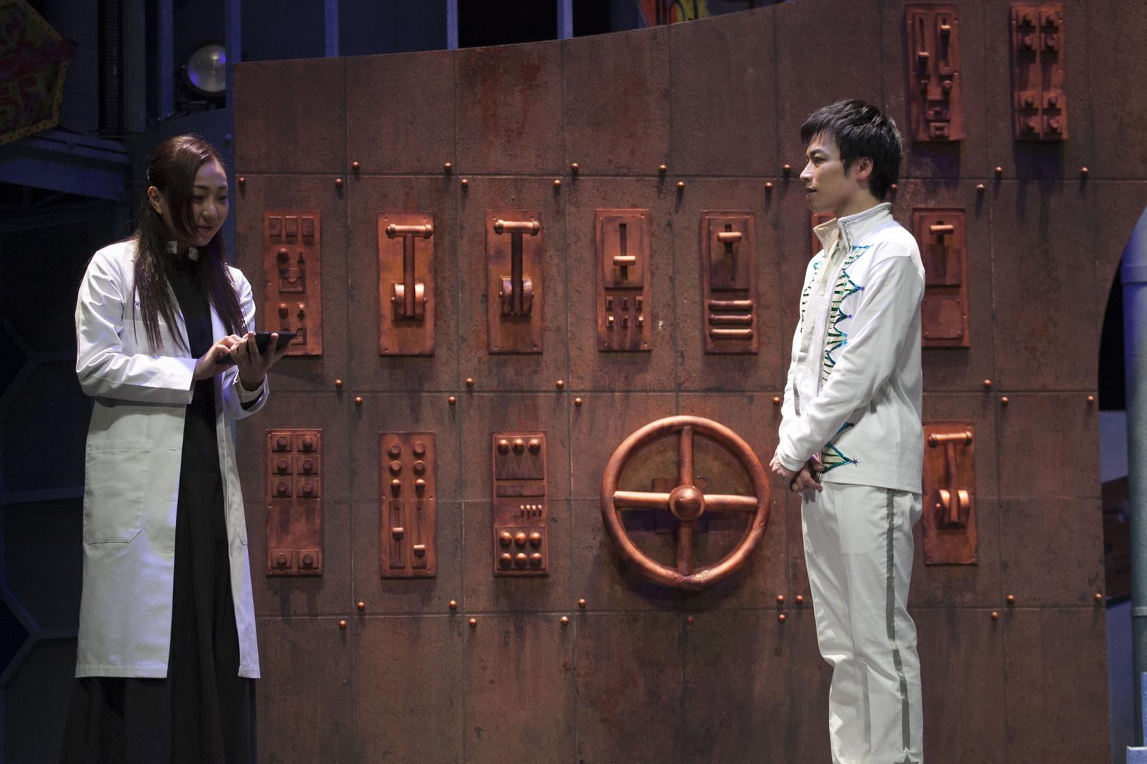 (左から)透水さらさ、鈴木勝吾