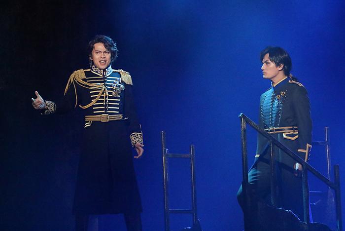 (左から)中川晃教、加藤和樹 ミュージカル『フランケンシュタイン』2017年初演より 写真提供/東宝演劇部