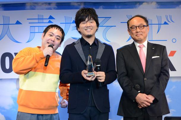 左からカズマ・スパーキン、秦基博、株式会社エクシング吉田篤司代表取締役社長。