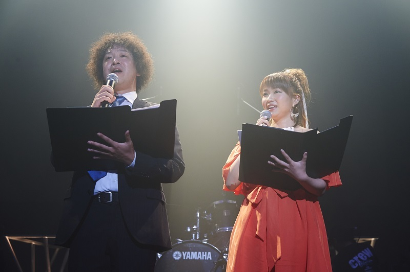 (左から)牛田、谷澤恵里香