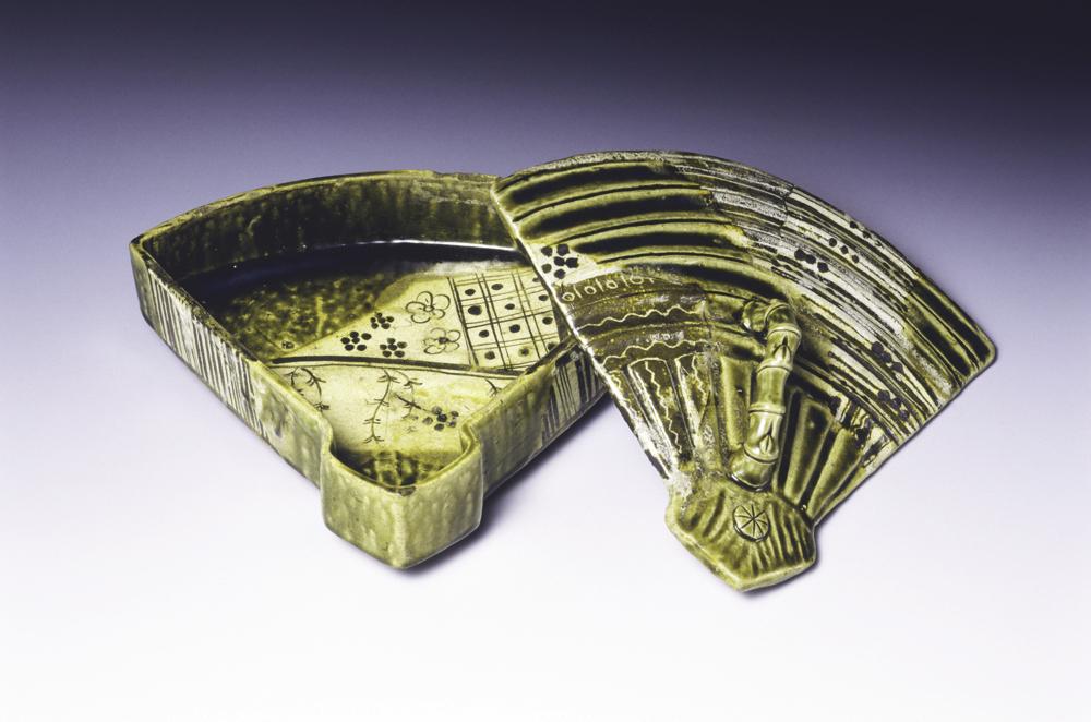 織部扇面形蓋物 一合 桃山時代 17世紀 梅澤記念館