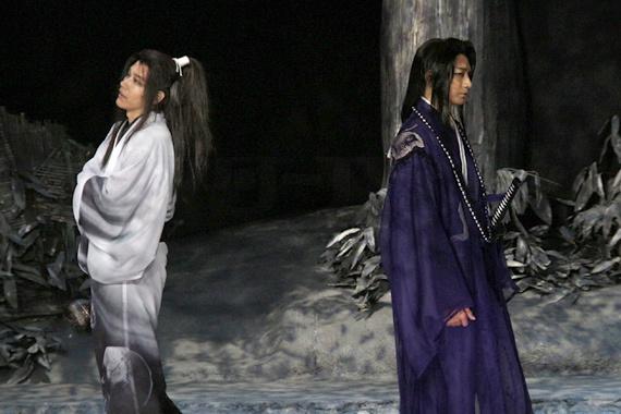 『髑髏城の七人 Season風』開幕 18 松山ケンイチ(左)と向井理