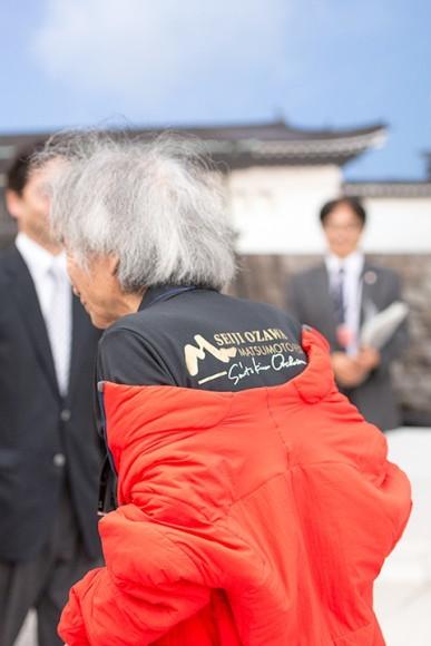 OMFのTシャツで会場入りした小澤征爾 Photo:M.Terashi/TokyoMDE