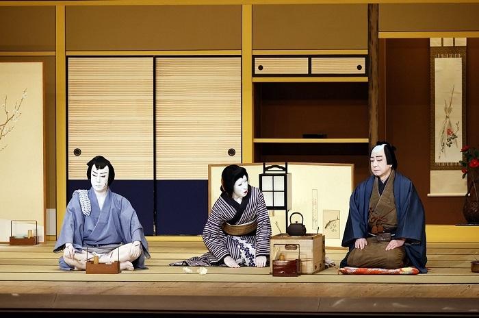『与話情浮名横櫛』中村梅玉(右)、尾上菊之助(左)、中村梅枝(中央) (C)松竹