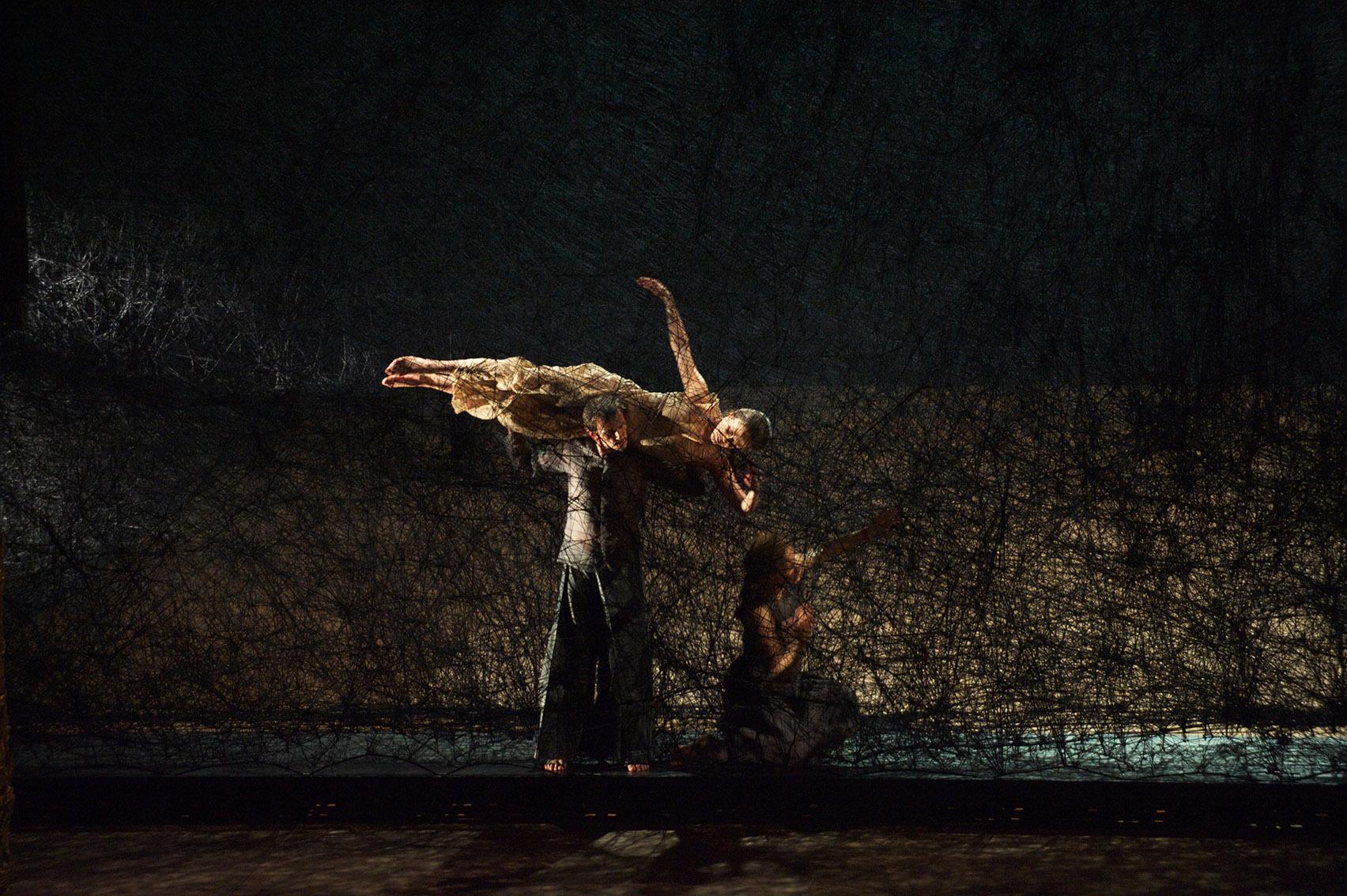 塩田千春 オペラ公演「松風」のステージデザイン ベルリン国立歌劇場2011年 撮影:Bernd Uhlig