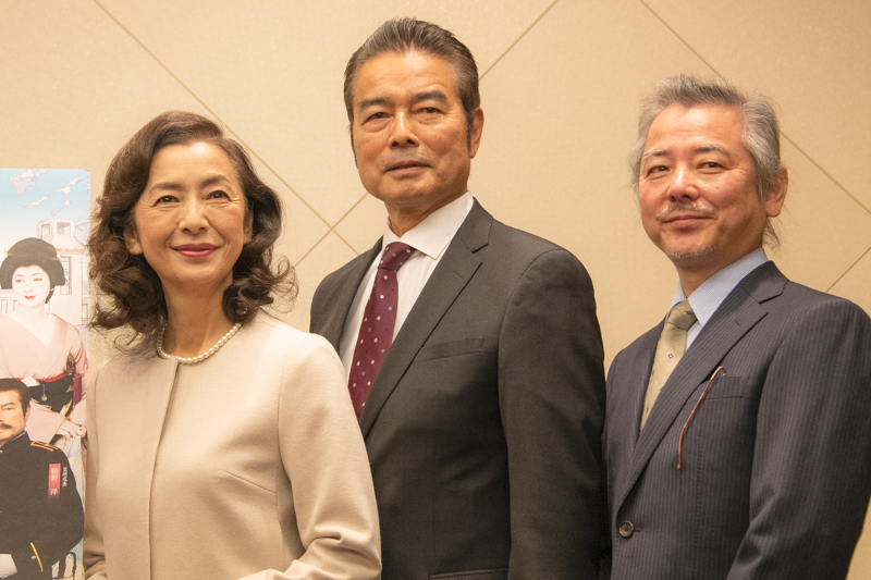 左から、高橋惠子、勝野洋、齋藤雅文(演出)
