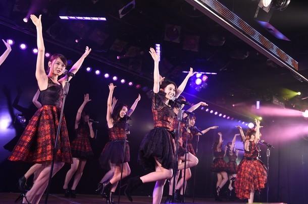 12月8日にAKB48劇場にて行われたライブイベント「AKB48劇場10周年特別記念公演」の様子。(c)AKS