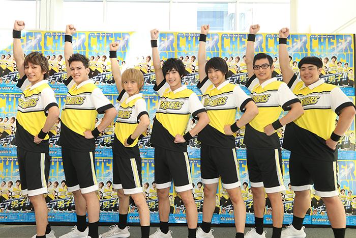フォトセッション (C)朝井リョウ/集英社 (C)LPS「チア男子!!」製作委員会2016