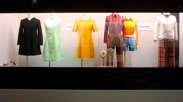 ショーウインドーを模した展示も。こちらは当時の実際の洋服