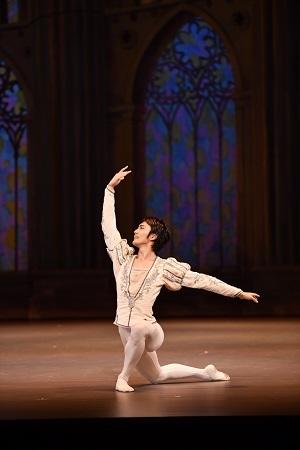 渡邊峻郁 「こどものためのバレエ劇場『白鳥の湖』」より  ©瀬戸秀美