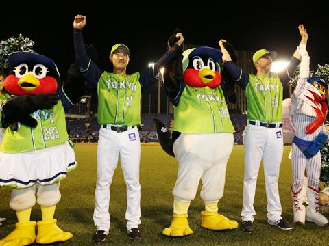 燕日の間は、選手もこのユニホームに袖を通して広島東洋カープと戦う