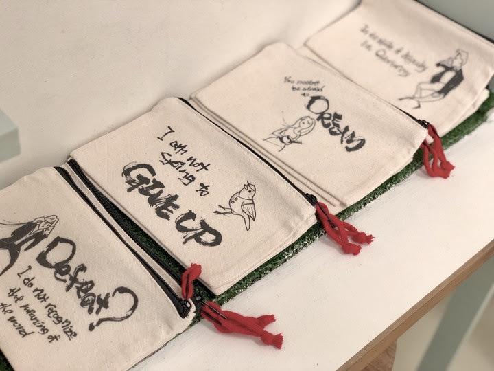 アルファベットやイラストを用いた、ファッションとしての書