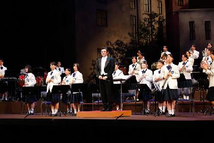吹奏楽に取り組む教師と生徒たちの笑いと感動の物語 博多座『熱血!ブラバン少女。』初日開幕