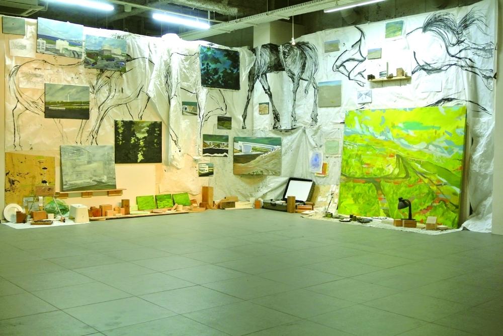 門馬美喜《Route90ヶ月/城南島ー相馬》2013-2018年/インスタレーション 展示風景(2018年/ART FACTORY 城南島「OPEN SPACE 2018 A」) ※参考作品