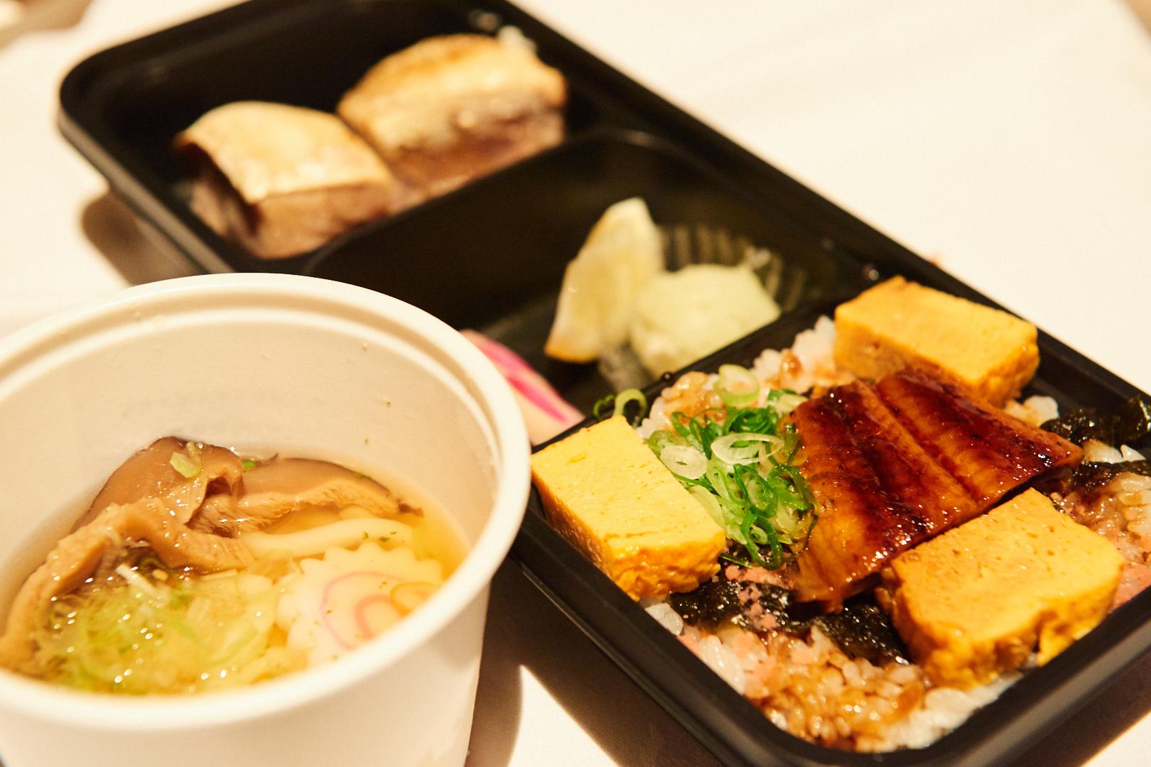 鮨と日本酒の奢酌楽『鰻丼、ブリカマのお弁当 冷やしうどん付き』