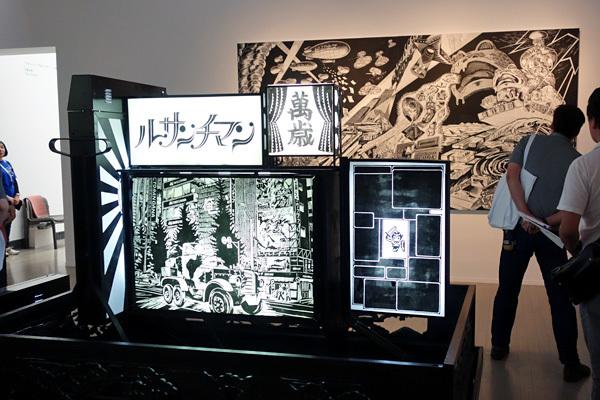風間サチコ《黒い花電車ー僕の代》2008  ヨコハマトリエンナーレ2017 展示風景