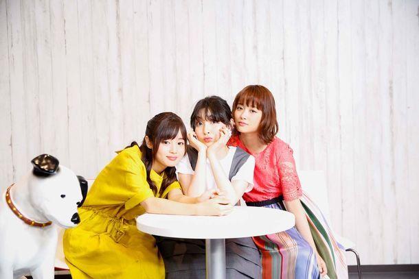 左から藤原さくら、家入レオ、大原櫻子。(撮影:羽田誠)