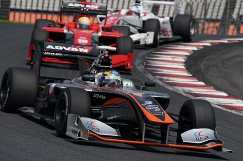 現在、ドライバーズポイントでトップを走る石浦宏明(チームP.MU/CERUMO・INGING)。シリーズチャンピオンになるにはこのSUGOでの結果が大きく左右する