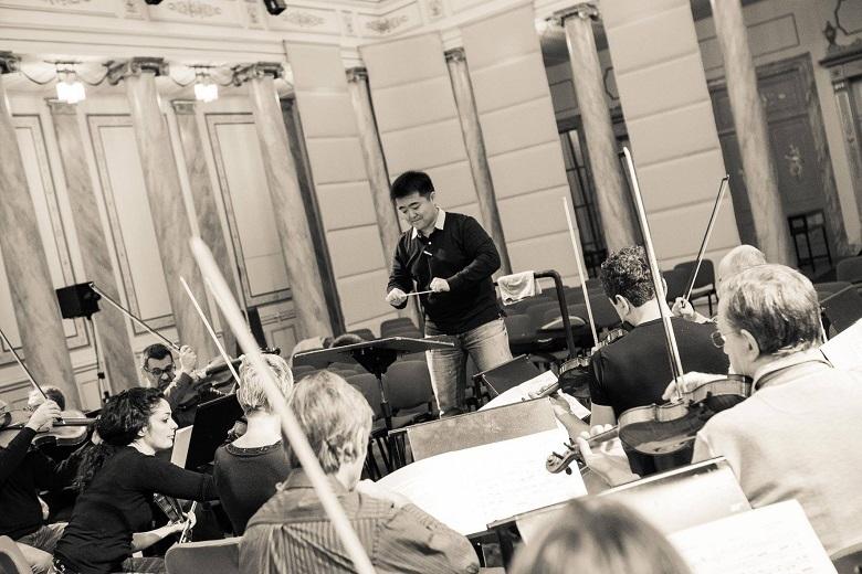イタリア トリエステのヴェルディ歌劇場 ドニゼッティ作曲『愛の妙薬』を指揮(2015年)