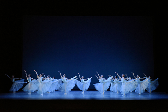 「セレナーデ」  ©The George Balanchine Trust