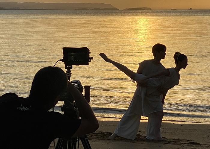 「ヒーピィー浜」にて (撮影:トコイリヤ制作)