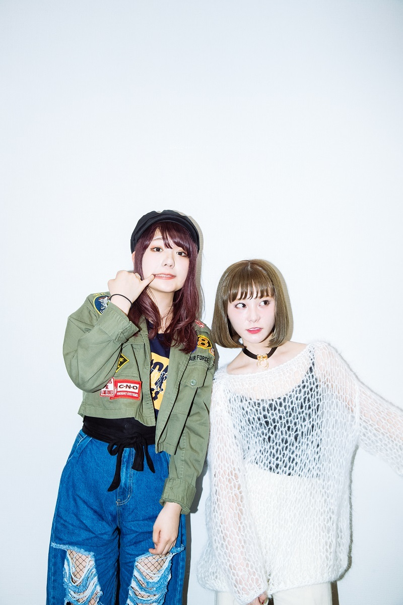 the peggies/北澤ゆうほ(Vo&G)、SCANDAL/RINA(Dr) 撮影=上山陽介