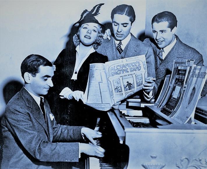バーリンの曲をふんだんに使った映画「世紀の楽団」(1938年)の宣伝用写真。左からバーリン、主演のアリス・フェイ、タイロン・パワー、ドン・アメチ。映画の原題は「アレグザンダーズ・ラグタイム・バンド」。