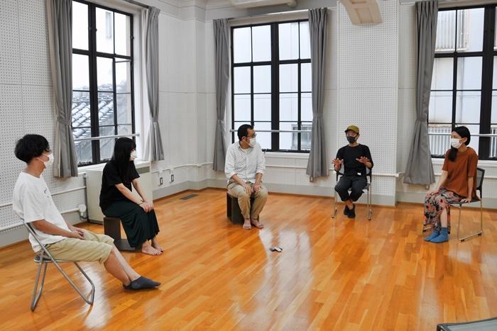 (左から)諸岡航平、藤谷理子、上田誠、永野宗典、早織。