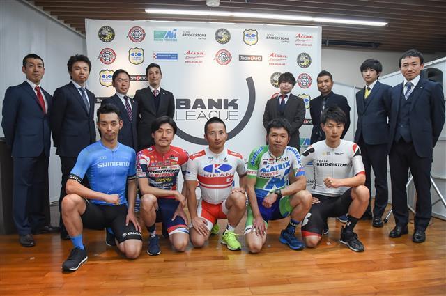 イベント関係者に加え、出場予定チームから選手・監督が出席して記者会見が行われた