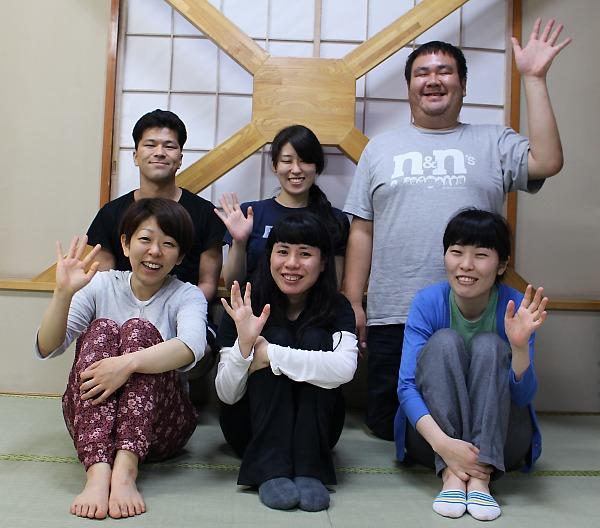 上段左から篠原正明、高畑遊、鎌田順也、下段左から川崎麻里子、日野早希子、鈴木潤子