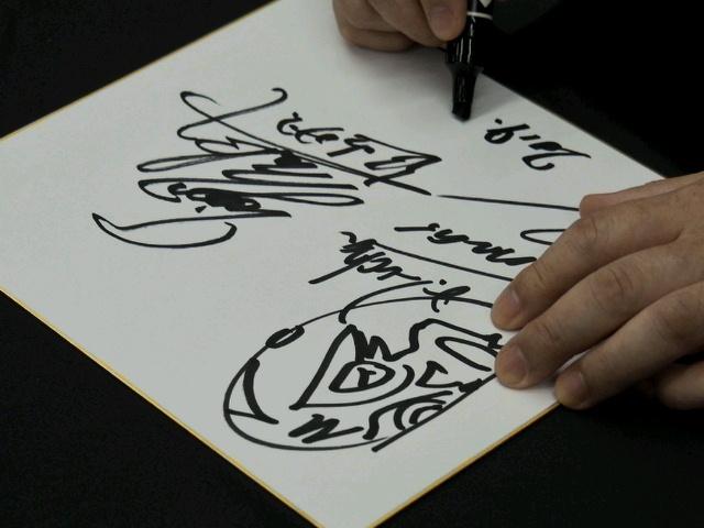 来場者には初代タイガーマスク&ドクトル・ルチャの寄せ書き直筆サイン色紙がプレゼントされる