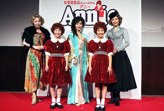 (前列左から)岡 菜々子・山﨑 玲奈、(後列左から)服部杏奈・早見優・蒼乃夕妃