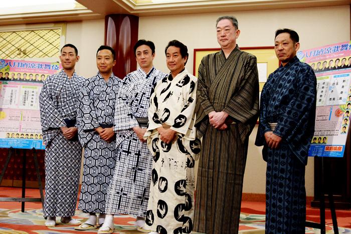 『八月納涼歌舞伎』左から中村勘九郎、市川猿之助、市川染五郎、中村扇雀、坂東彌十郎、市川中車。
