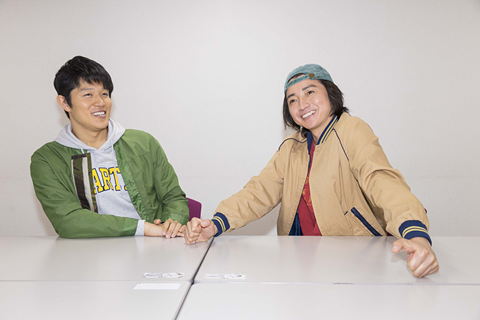 (左から)鈴木亮平、藤原竜也