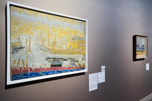手前/ピエール・ボナール《トルーヴィル、港の出口》 1936-45年 油彩、カンヴァス オルセー美術館(ポンピドゥー・センター、国立近代美術館寄託)