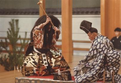 【あらすじあり】刀剣乱舞の「小狐丸」はどのようにして生まれた? 名刀誕生の物語を、能楽堂で学べる