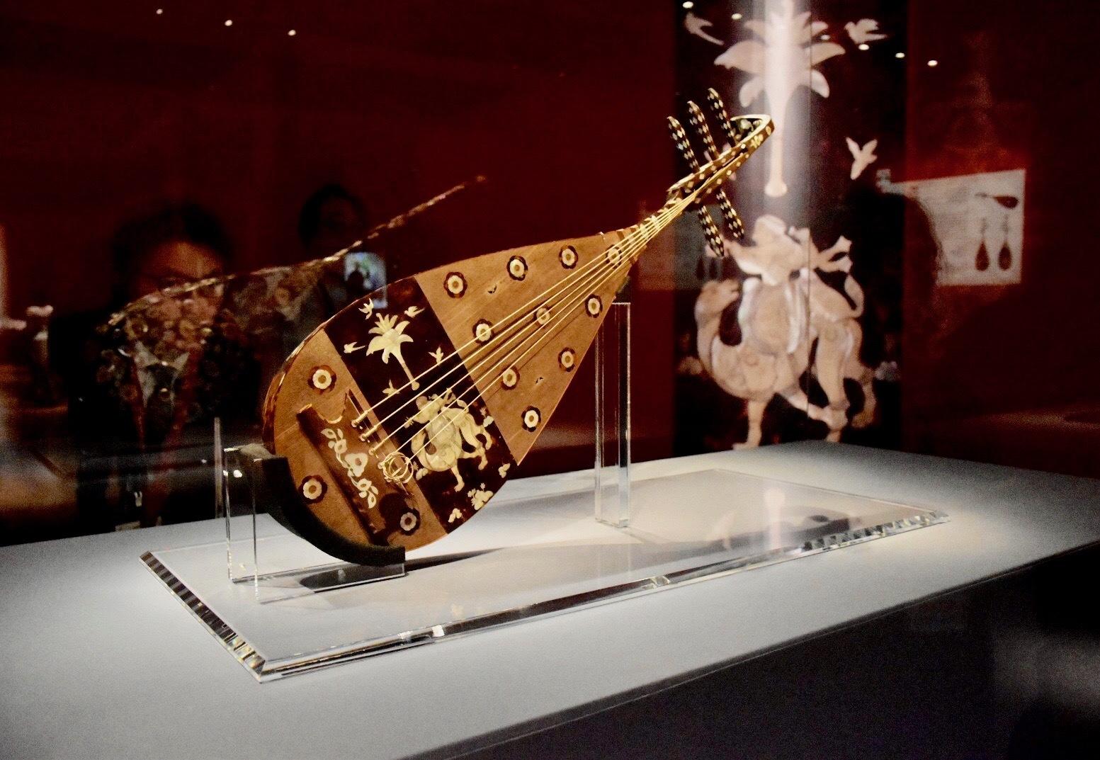 正倉院宝物《螺鈿紫檀五絃琵琶》 中国・唐時代 8世紀 正倉院蔵 前期展示