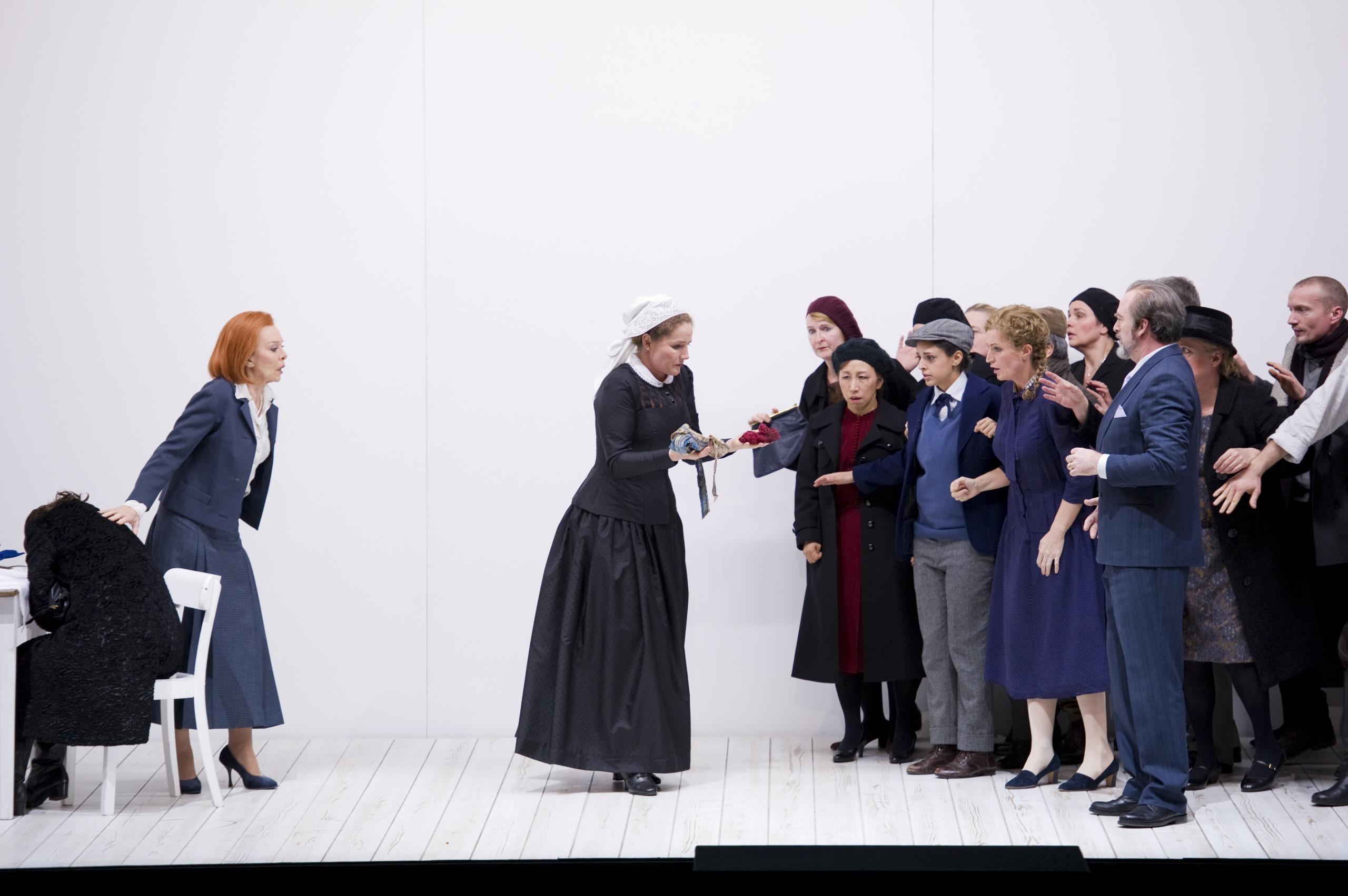 第三幕にドラマは急展開する…… (c)MonikaRittershaus