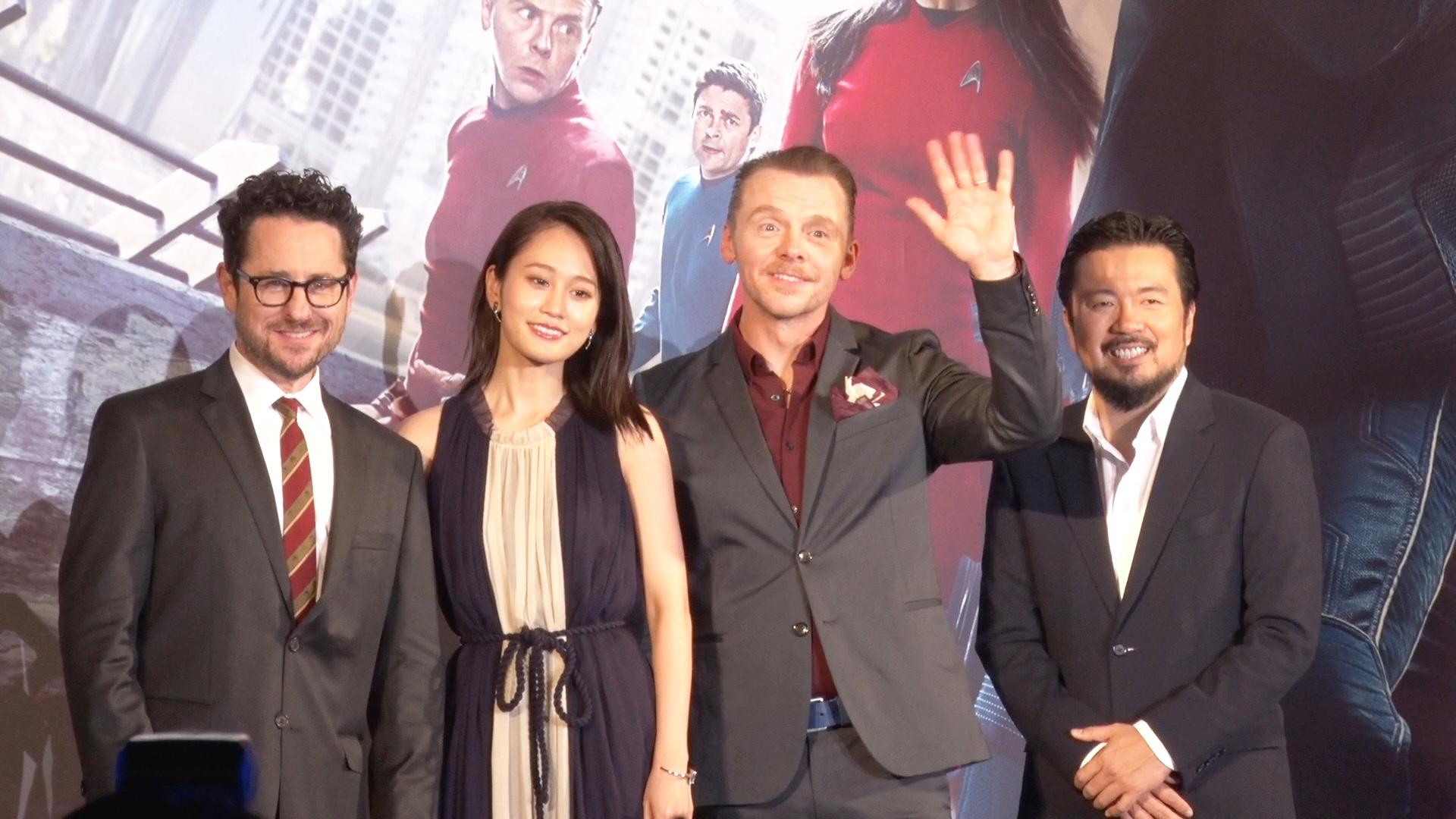左から、J.Jエイブラムスプロデューサー、前田敦子(『スタートレック』50周年記念アンバサダー)、サイモン・ペッグ、ジャスティン・リン監督
