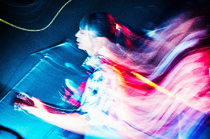 """竹内アンナ、""""音楽と一体になって遊ぶ楽しさ""""が溢れ出したツアー東京公演のオフィシャルレポート到着"""