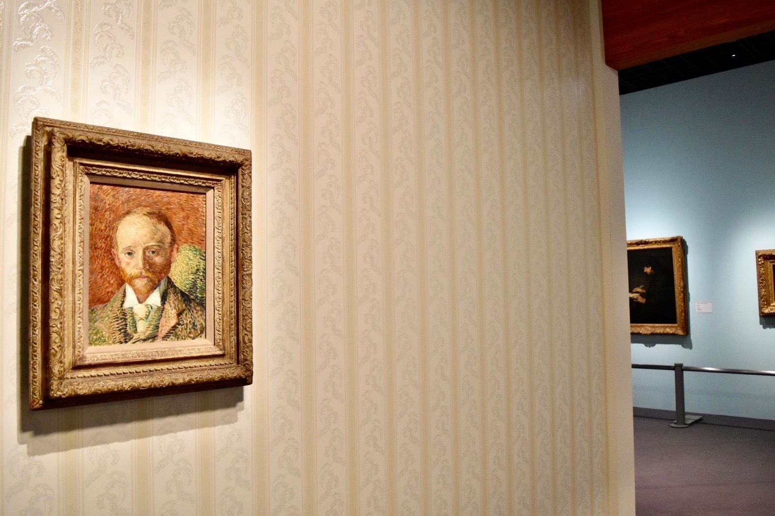 左:フィンセント・ファン・ゴッホ 《アレクサンダー・リードの肖像》 1887年 油彩、板 ケルヴィングローヴ美術博物館蔵 (C)CSG CIC Glasgow Museums Collection