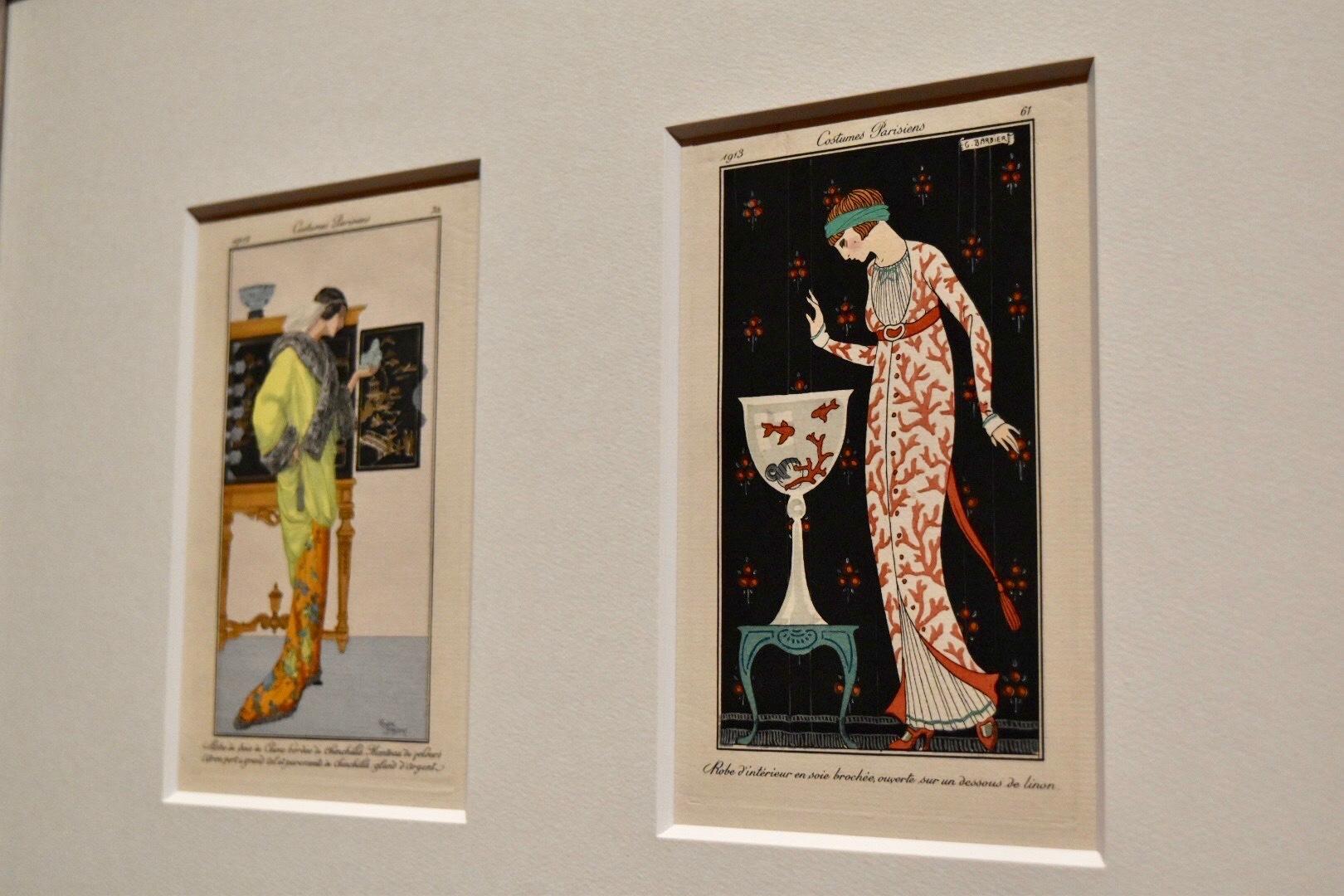 「まえが大きく開いた絹ブロケードの部屋着に、寒冷紗の内着」『ジュルナル・デ・ダーム・エ・デ・モード』より(No.29 PI.61) ジョルジュ・バルビエ 1913年 島根県立石見美術館蔵