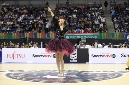 柏木由紀がバスケットファン3,500人を前に最新曲「miss you」を熱唱