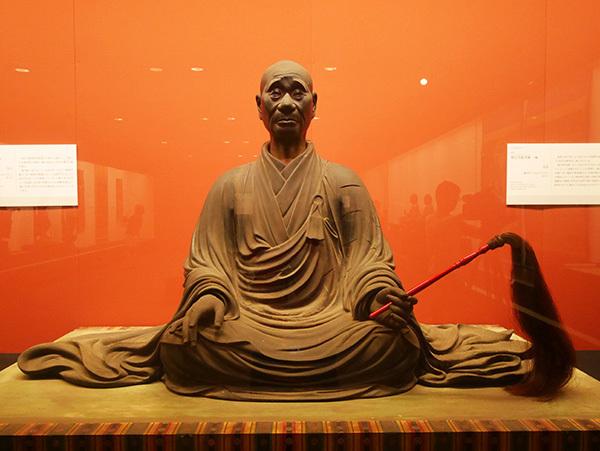 善春作の「興正菩薩坐像」(鎌倉時代・弘安3(1280)年、西大寺)