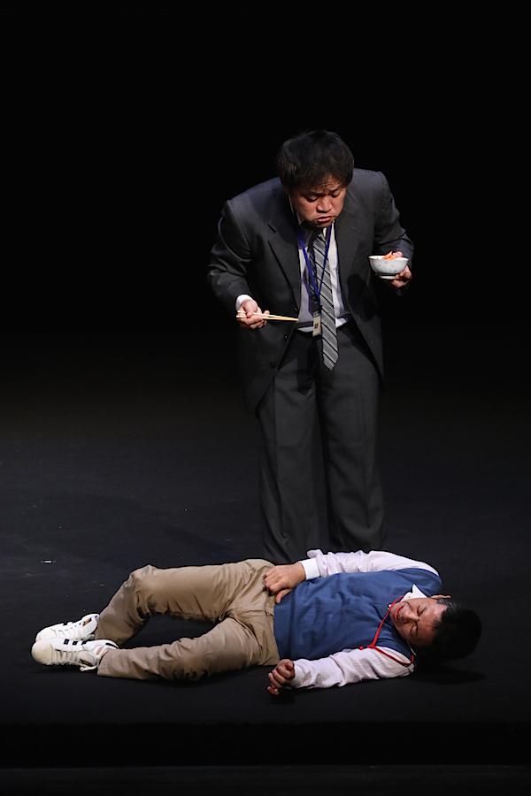 『劇王Ⅺ〜アジア大会〜』2017年9月上演より。自身も出演し、劇王の座を防衛した、平塚直隆 作・演出『救急車を呼びました』