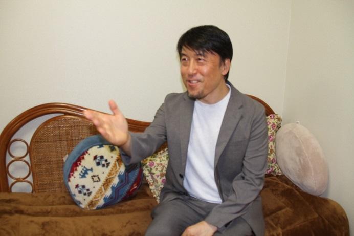 にこやかに演出意図を説明する井原広樹 (C)H.isojima