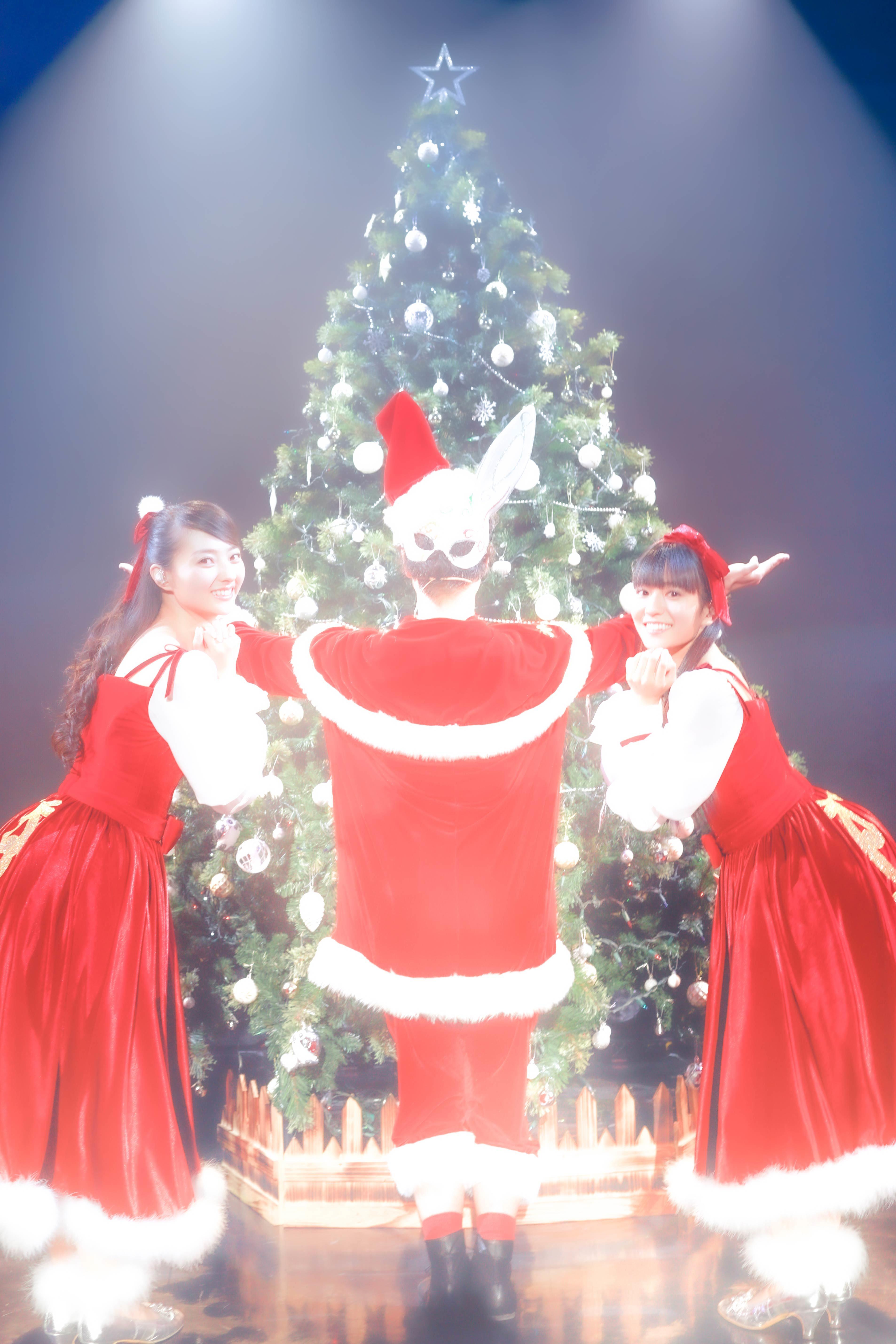 配信ライブ『Merry ClarismaS 〜ひみつのサンタクロース〜』より (Photo by 平野タカシ)